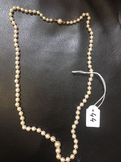Collier de perles en chute