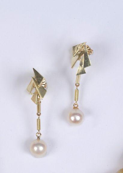 Paire de pendants d'oreilles en or ornés...