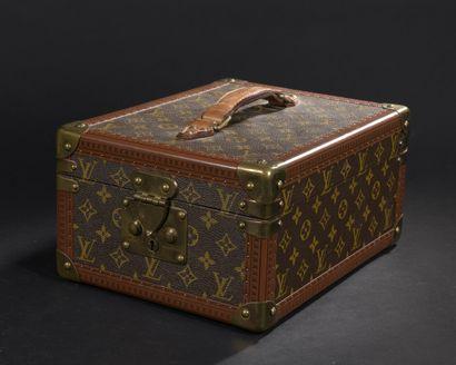Louis VUITTON  Boîte à chaussures rigide...