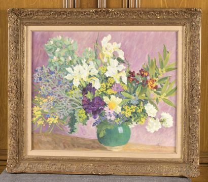 Marie-Lucie NESSI-VALTAT (1910-1992)  Bouquet de fleurs dans un vase vert  Huile...