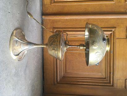 Lampe à pétrole signée LELEU, vers 1910  En...