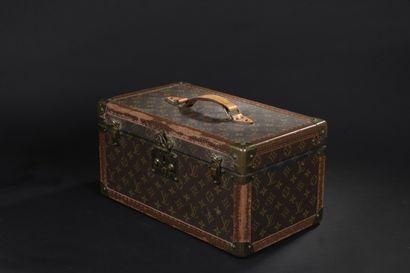 Louis VUITTON  Vanity Case rigide, intérieur...