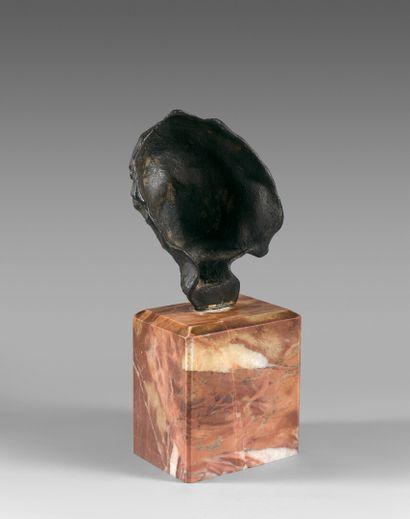 Auguste RODIN (1840-1917)  Petite tête au nez retroussé  Modèle créé vers 1880....