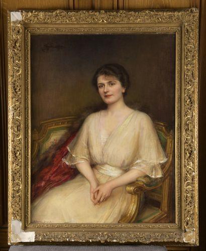 Albert LYNCH (1851-1912)  Portrait de femme assise  Huile sur toile signée en bas...