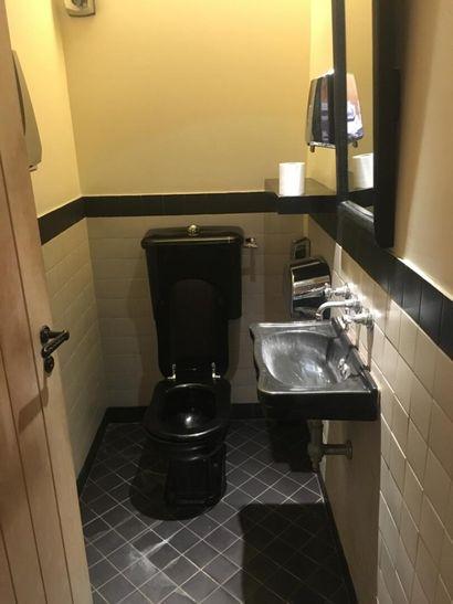 4 WC dont un pour personne à mobilité ré...