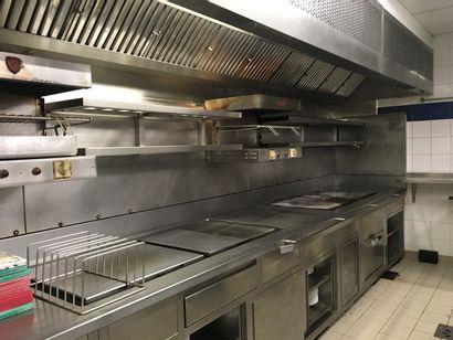 Une ligne de cuisson comprenant un chauffe-plat,...