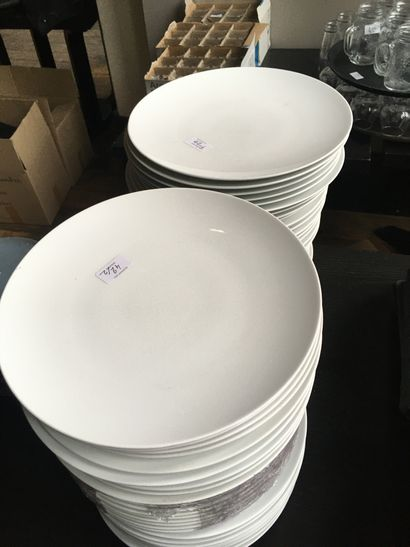 Lot d'assiettes plates D.31 cm