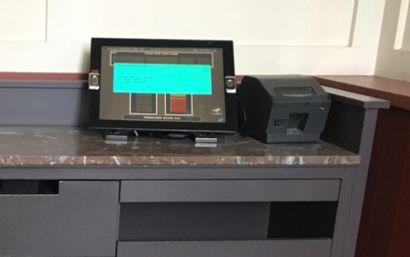 Une caisse enregistreuse tactile, de marque...