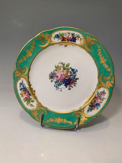 SÈVRES (?), XVIIIe - XIXe siècle - Assiette...