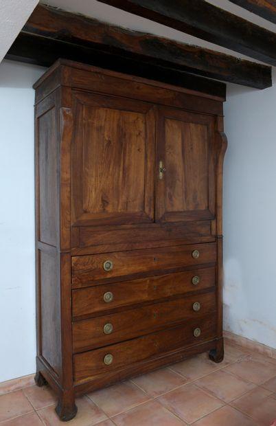 Armoire-commode en bois fruitier d'époque...