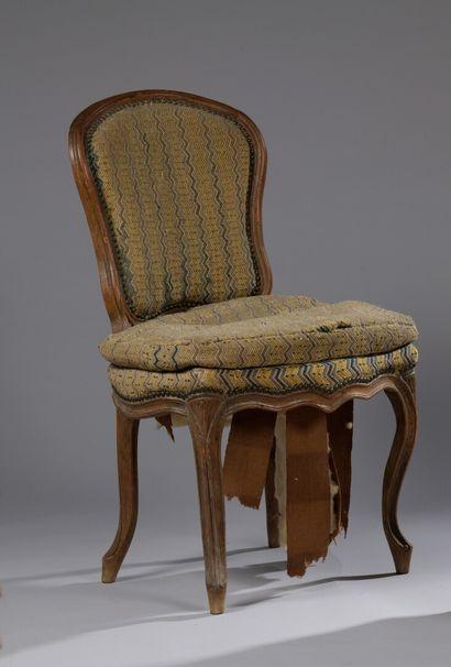 Chaise en bois mouluré et sculpté d'époque...