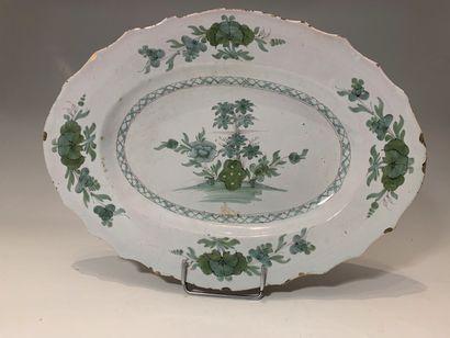 NORD, XVIIIe siècle - Plat ovale à décor...