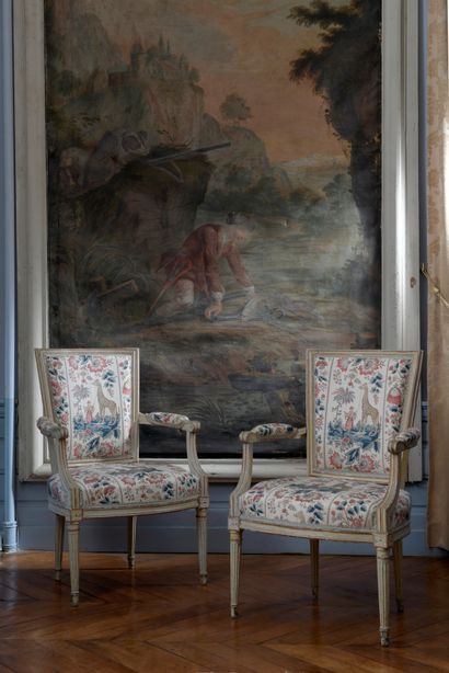 Suite de 4 fauteuils en bois mouluré et sculpté,...