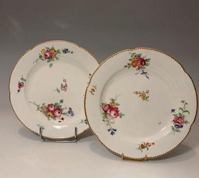PARIS, XVIIIe siècle - Deux assiettes en...