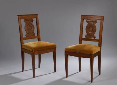Paire de chaises en bois naturel d'époque...
