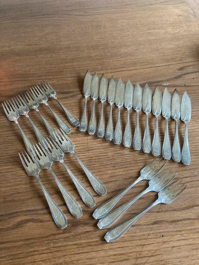 Service à poisson en métal argenté, modèle...