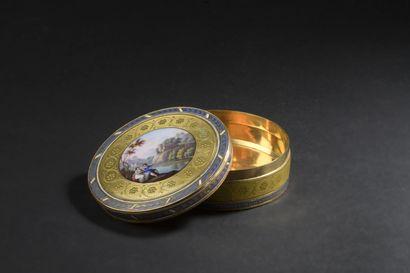 Petite boîte en or émaillé, style Louis XVI vers 1900, travail suisse  À décor d'un...
