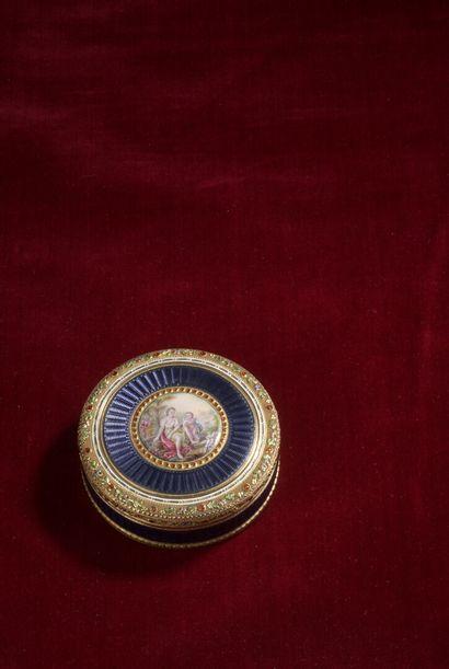 Boîte ronde en or émaillé, poinçon tête d'aigle,...