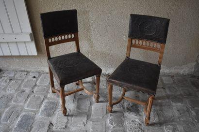Huit chaises dans le goût espagnol, XXe siècle...