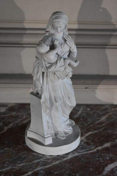 Vierge à l'enfant, XIXe siècle  Biscuit  H. 27 cm  Accident et manque