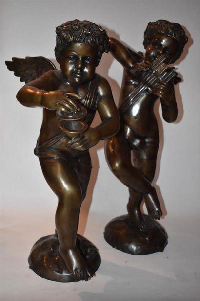 Deux angelots dansant formant pendant, XXe...