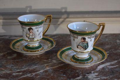 Paire de tasses et leur soucoupe en porcelaine,...