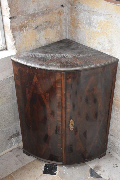 Encoignure en placage de bois de violette,...