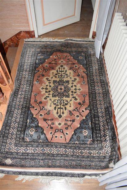 Deux tapis, Moyen Orient, XXe siècle  120...