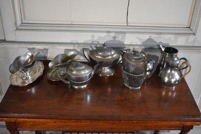 EKLINGTON & CIE  Lot en métal argenté comprenant...