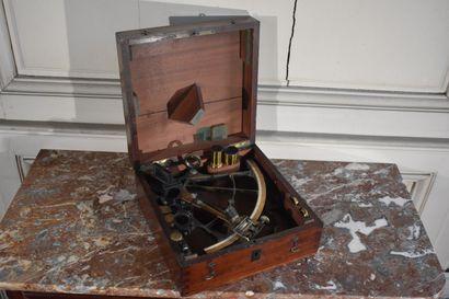 Sextant en laiton, XIXe siècle  Dans son...