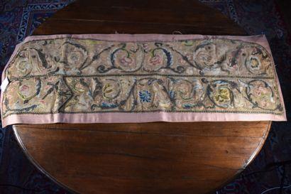 Broderie en fils de soie et fils métalliques,...