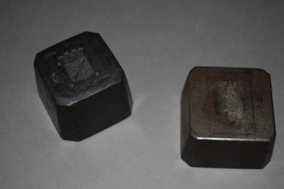 DEUX MATRICES en fonte de fer  L'une portant...