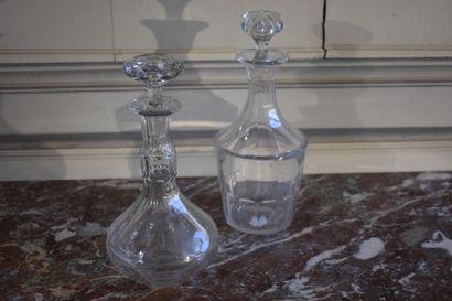 Deux carafes en cristal taillé, fin du XIXe...