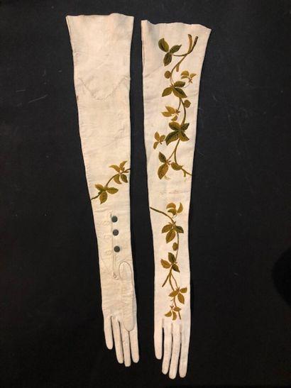 Paire de gants longs, début du XXe siècle,...
