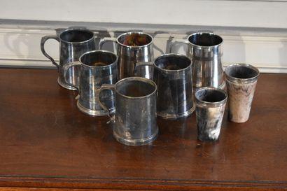 Lot de six chopes en métal argenté, travail...