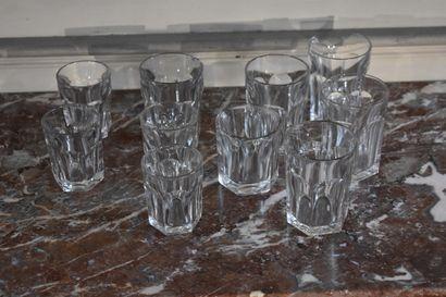 BACCARAT  Ensemble de 10 gobelets en cristal...
