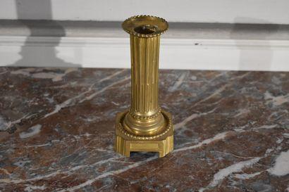 Bougeoir en bronze ciselé et doré, XIXe siècle...
