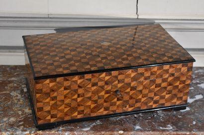 Boîte en bois de placage, à décor de marqueterie...