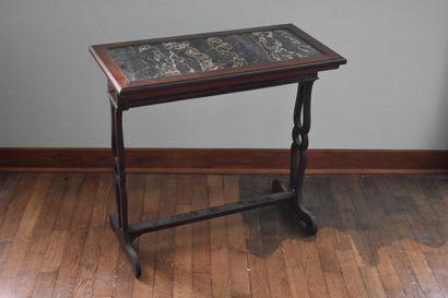 Petite table travailleuse en acajou, XIXe...