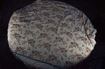 Courtepointe d'un lit d'alcôve en toile imprimée,...