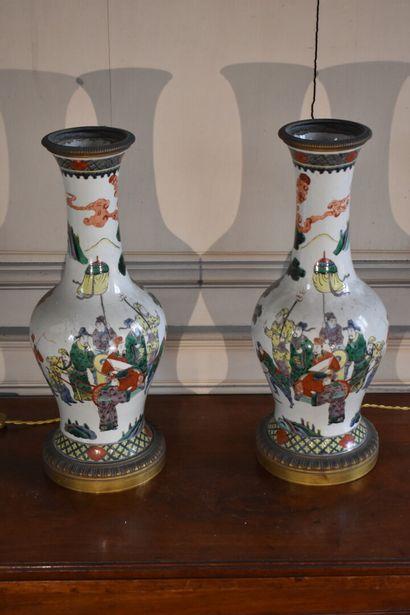 Paire de vases en porcelaine de la Chine,...