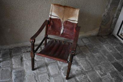 Paire de fauteuils coloniaux en bois naturel...