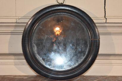 Miroir sorcière en bois noirci mouluré, XIXe...
