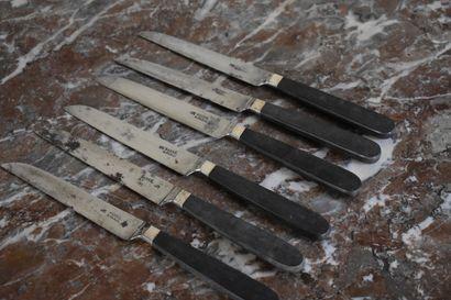 Suite de quatre couteaux par Picard à Dijon...