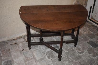 Table Gateleg en chêne, XVIIIe siècle  Reposant...