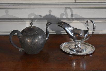 Lot en métal argenté comprenant une théière...