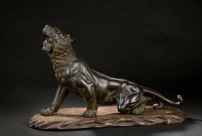 Grand tigre en bronze  Japon, première moitié...