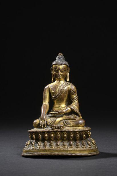 Statuette de bouddha en bronze doré Sino-tibétain,...