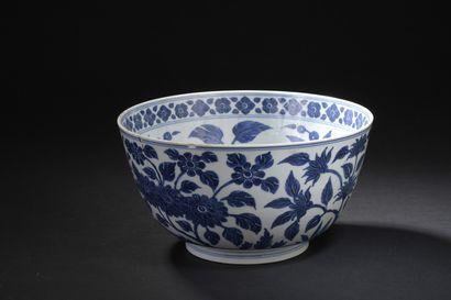 Coupe en porcelaine bleu blanc  Chine, XVIIe...