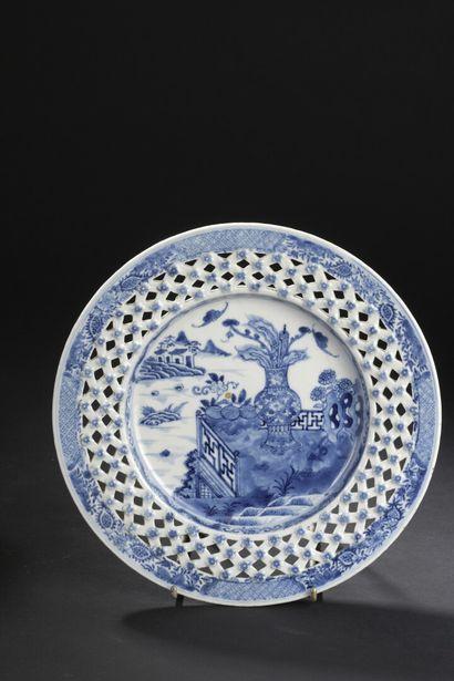Assiette en porcelaine bleu blanc  Chine,...